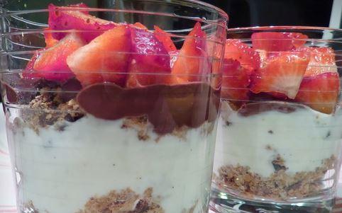 Sobremesa rápida de morangos