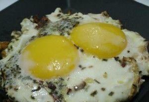Ovos com manjericão