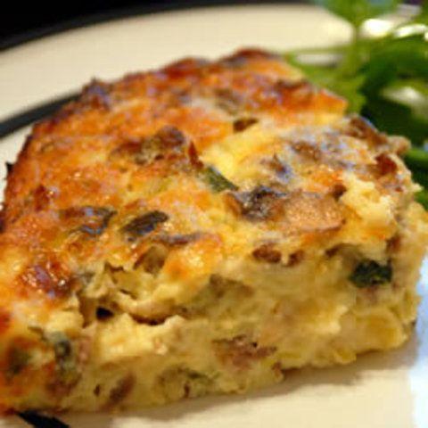 Torta de salsicha com ovo e queijo