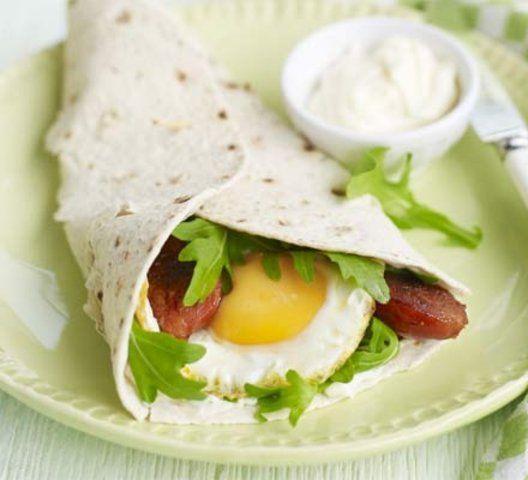 Panqueca com ovo e salsicha