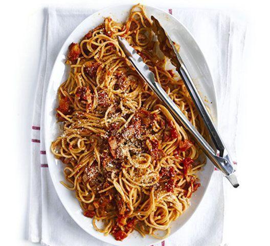 Spaghetti com bacon e tomate