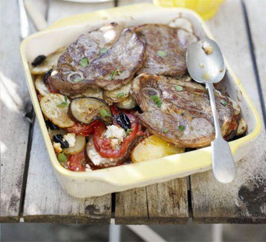 Cordeiro grego com batatas e olivas