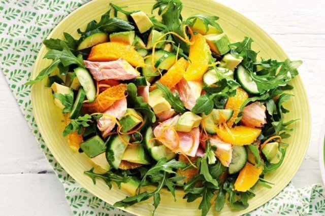 Salmão e salada de laranja