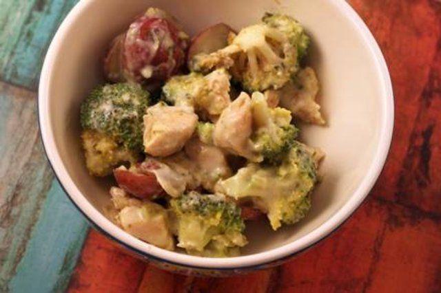 Frango cremoso com brócolis e parmesão