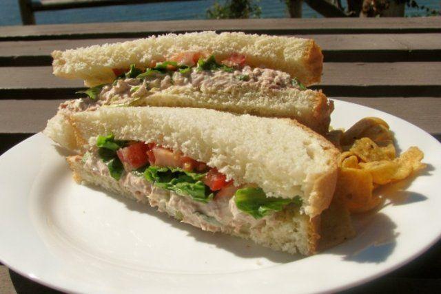 Sanduíches de salada de atum