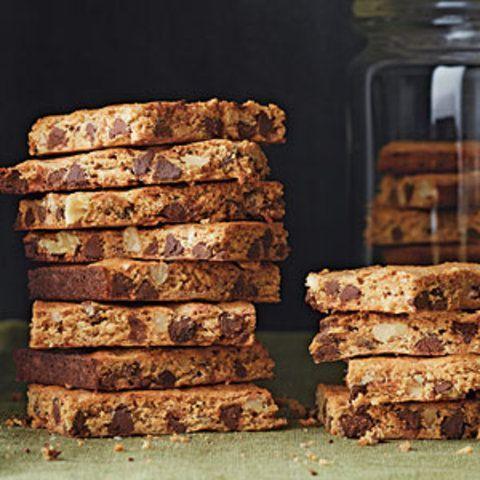 Biscoito de nozes com gotas de chocolate