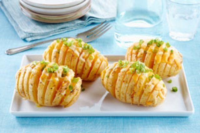 Batatas fatiadas com queijo