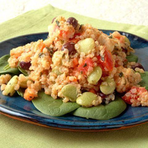 Salada de feijão preto com quinoa