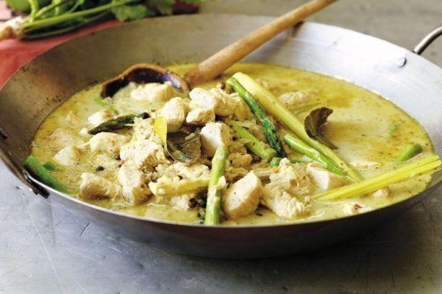 Frango e aspargos ao molho curry