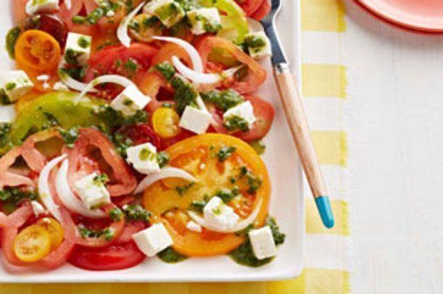 Salada de tomate com queijo fresco