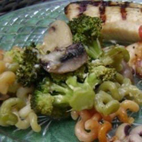 Massa com brócolis e cogumelos