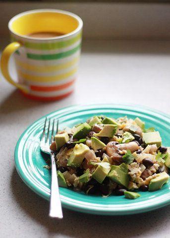 Salada de feijão preto com cogumelo e abacate