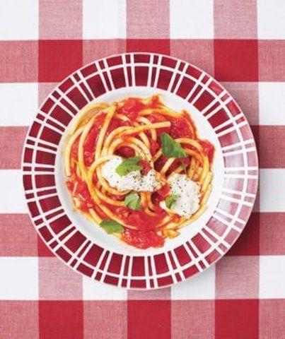 Macarrão com tomate fresco e ricota