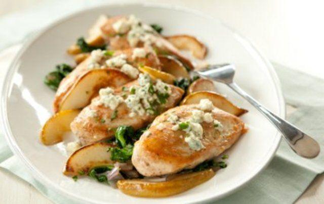 Frango com espinafre, peras e gorgonzola