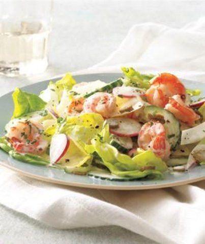 Salada de camarão cremoso com chicória e pepino