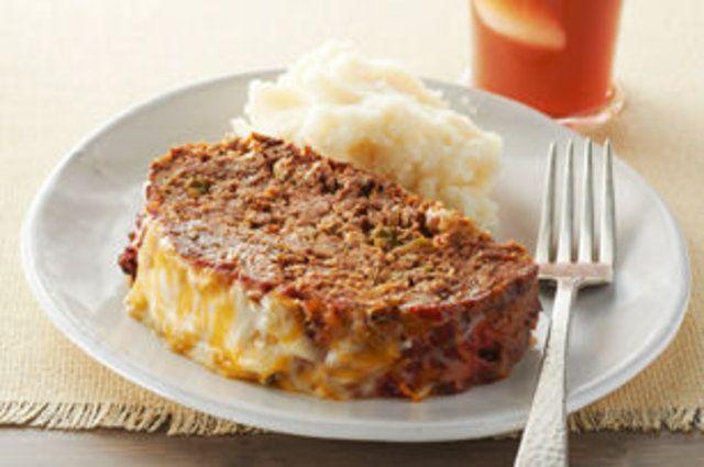 Bolo de carne moída com salsa e queijo