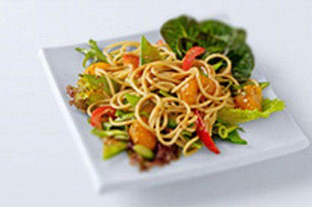 Salada asiática com tangerina