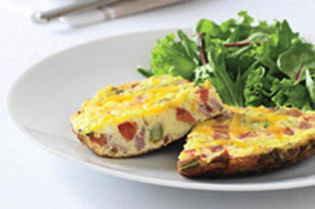 Omelete simples com presunto e tomate