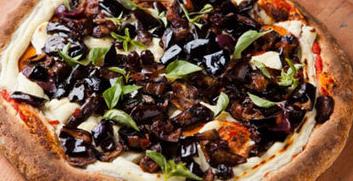 Pizza de Berinjela com Azeitonas Pretas