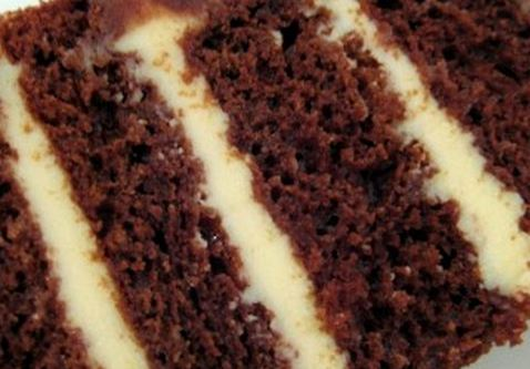 Bolo de chocolate e Creme Branco