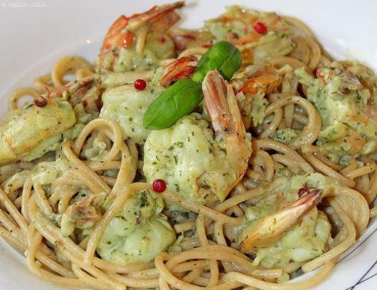 Espaguete com Camarões e Molho de Ervas