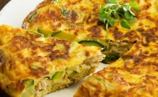 Omelete de Atum com Abobrinha e Cebola