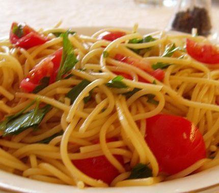 Espaguete com tomates cereja