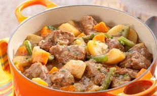 Carne cozida com legumes
