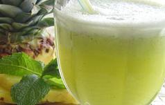 Suco de Abacaxi com Limão e Gengibre