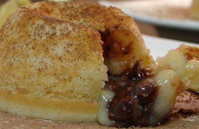 Petit Gateau de Chocolate Branco e Creme de Avelã