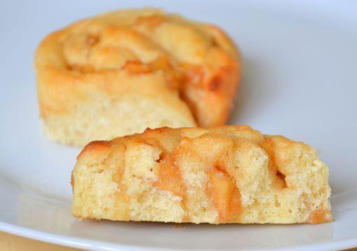 Cinnamon rolls de maçã e caramelo