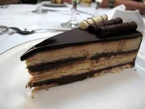 Torta alemã com cobertura de chocolate