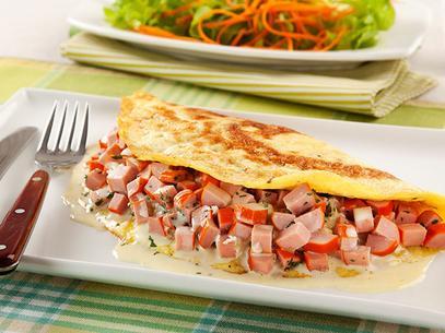 Omelete com salsichas