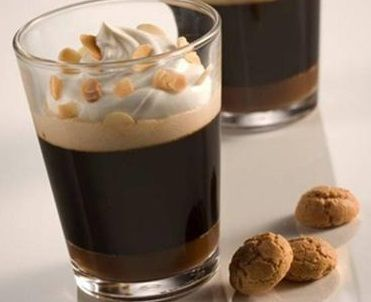Café com doce de leite e amaretto