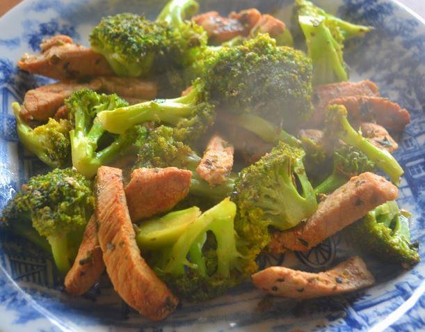 Tirinhas de Porco com Brócolis
