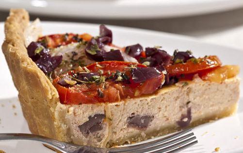 Quiche de liquidificador com tomate e queijo