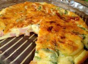 Omelete com agrião, presunto e tomate