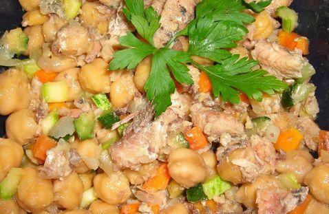 Salada de sardinha com grão de bico