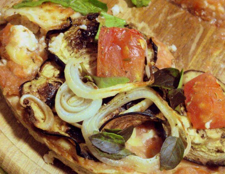 Pizza Funcional de Berinjela, tomate e manjericão