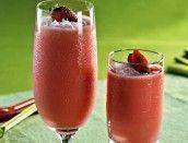 Suco de água de coco, morango e amora