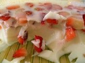 Morango com gelatina de iogurte