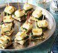 Pão com queijo e espinafre