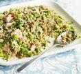Salmão com salada de arroz integral