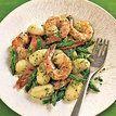 Nhoque com camarão, aspargo e pesto