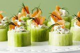 Pepinos recheados de cream cheese e salmão