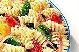 Salada italiana de macarrão com pimentão
