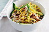 Salada de macarrão picante com frango