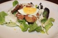 Salada de frango frito