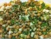 Salada de grão de bico com ervilha