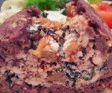 Rocambole de carne com espinafre, ricota e nozes